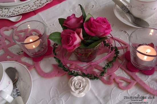 Frühstück für Mädels mit rosa Tischdeko